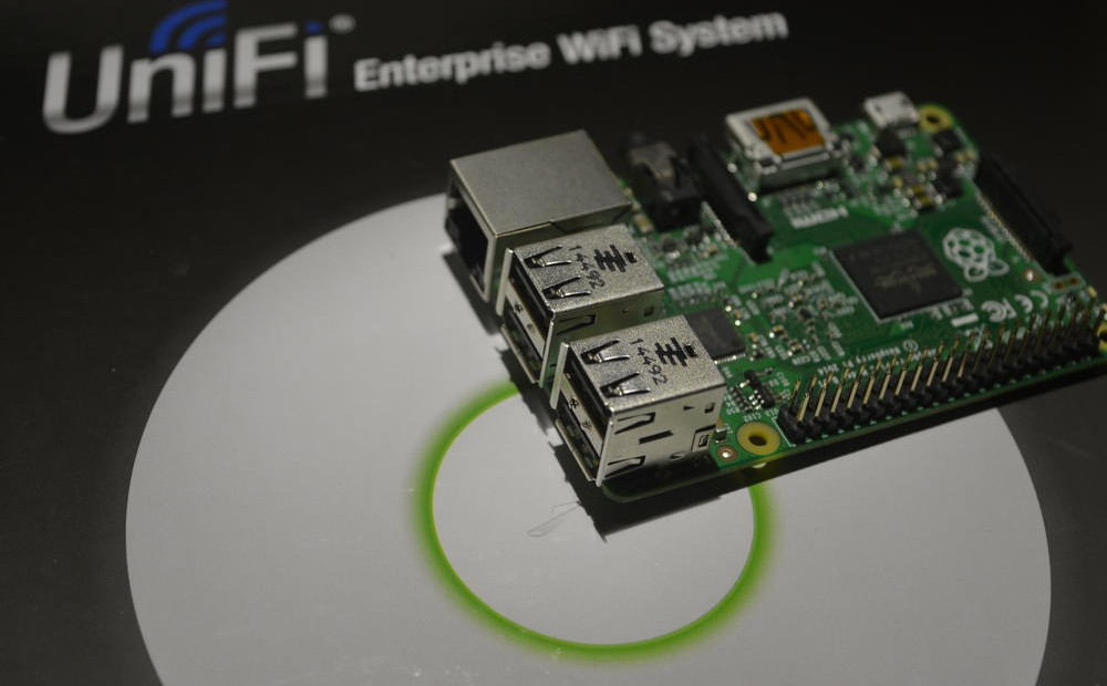 techfreak-Ubiquiti-ubnt-unifi-UAP-management-raspberry-pi-400-1000x620